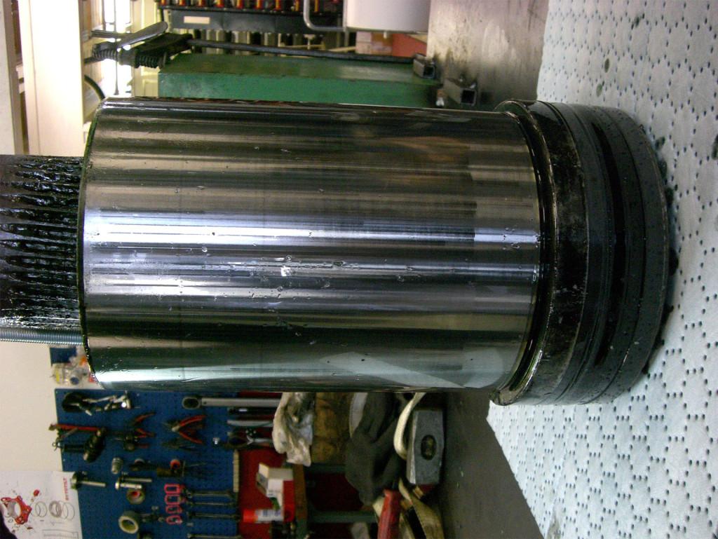 1_0010_8 Reparation av hydraulcylinder till en press på verkstad i Rundvik